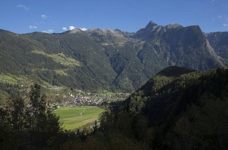 The-Acherkogel-and-Acherkogelbahn-from-the-West-looking-East