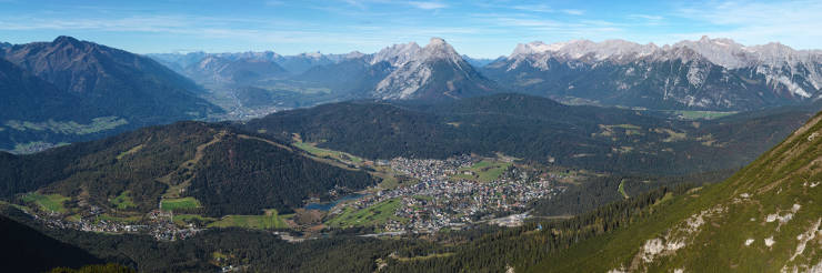 Seefeld_in_Tirol_Austria_from_ESE_on_2014-10-18