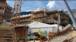 Baubeginn des Holzdaches für Haus A.